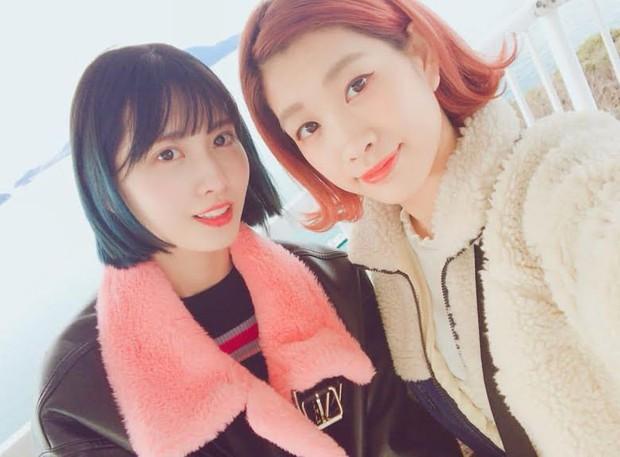 Hội nữ idol có chị em gái xinh như mộng: Chị Jisoo - Rosé (BLACKPINK) không kém minh tinh, em gái nữ thần lai YG gây bão - Ảnh 21.