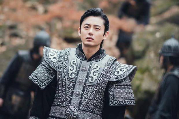Sông Đón Trăng Lên mở màn bi tráng, Kim So Hyun lột xác ngoạn mục hoá sát thủ cực ngầu - Ảnh 14.