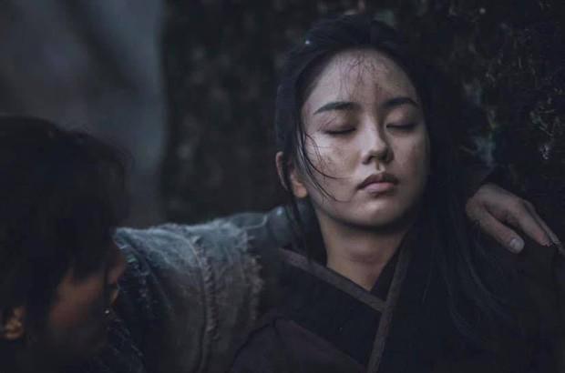 Sông Đón Trăng Lên mở màn bi tráng, Kim So Hyun lột xác ngoạn mục hoá sát thủ cực ngầu - Ảnh 4.