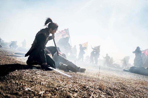 Sông Đón Trăng Lên mở màn bi tráng, Kim So Hyun lột xác ngoạn mục hoá sát thủ cực ngầu - Ảnh 10.