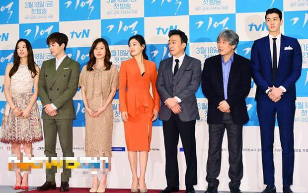 """6 """"người khổng lồ"""" Kbiz: Lee Kwang Soo dìm cả dàn sao, nam thần cao nhất Kpop gây sốt, """"há mồm"""" khi kéo đến sao Knowing Bros - Ảnh 15."""