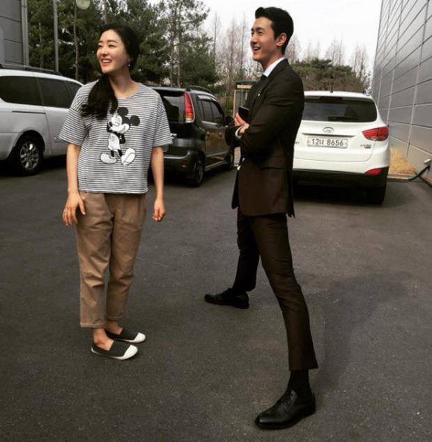 """6 """"người khổng lồ"""" Kbiz: Lee Kwang Soo dìm cả dàn sao, nam thần cao nhất Kpop gây sốt, """"há mồm"""" khi kéo đến sao Knowing Bros - Ảnh 16."""