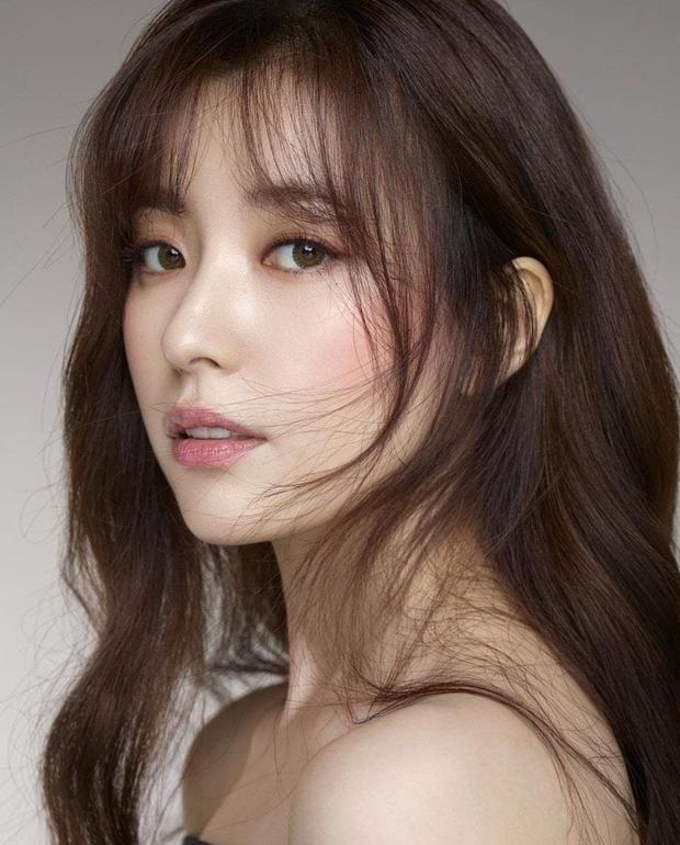Hội nữ idol có chị em gái xinh như mộng: Chị Jisoo - Rosé (BLACKPINK) không kém minh tinh, em gái nữ thần lai YG gây bão - Ảnh 3.