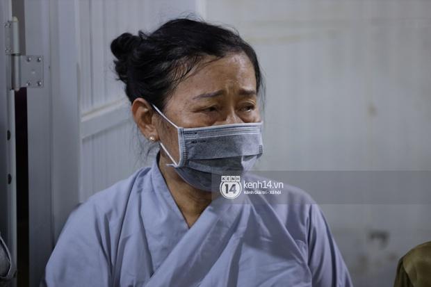 Tang lễ cố diễn viên Hải Đăng: Vợ sắp cưới gần như ngã quỵ, không rời thi hài nửa bước, người thân lặng người bên quan tài - Ảnh 9.