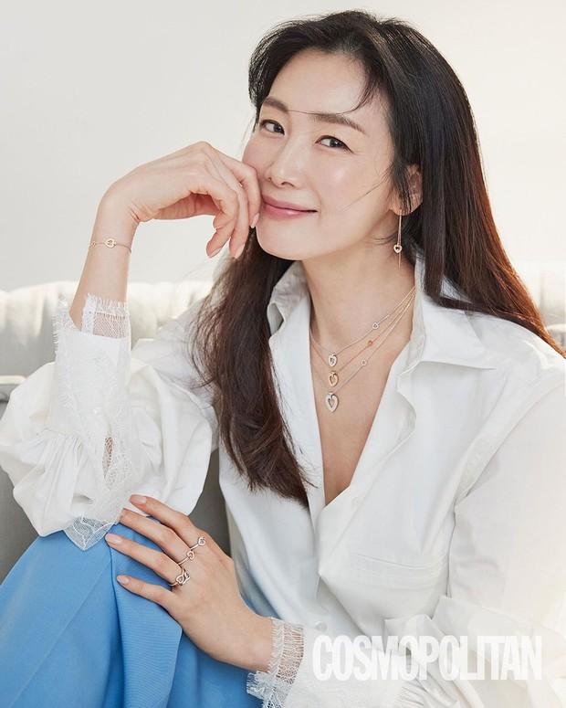 Choi Ji Woo trở lại ngoạn mục sau 9 tháng sinh, lần đầu chia sẻ về cuộc hôn nhân với CEO kém tuổi và con gái đầu lòng - Ảnh 4.