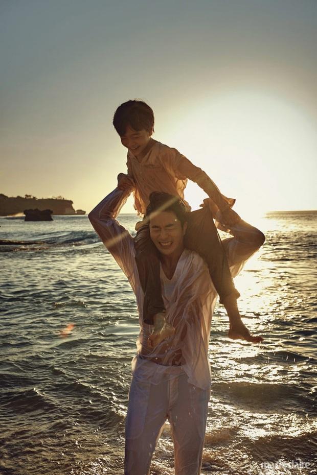 Bà xã Á hậu của Kwon Sang Woo khoe ảnh body thon gọn, quý tử đầu lòng lại chiếm spotlight vì cao lớn ngỡ ngàng - Ảnh 9.