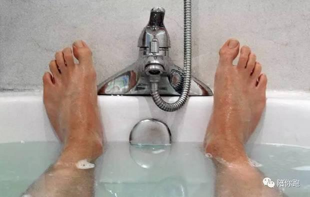 Nam giới đi tắm vệ sinh 2 bộ phận càng thường xuyên càng tốt, thận sẽ cảm ơn bạn - Ảnh 2.