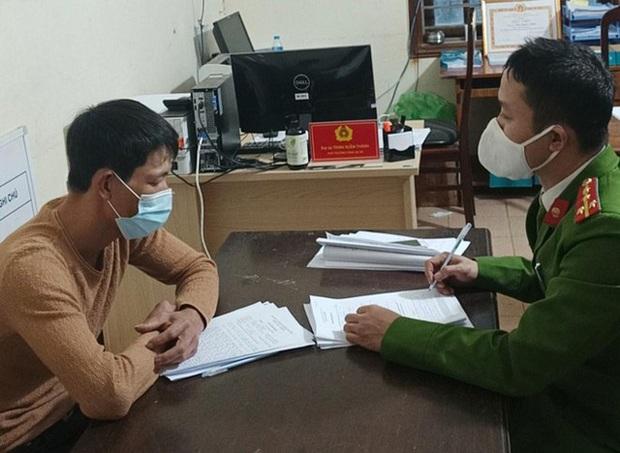 Xử phạt 2 người đưa khách tham quan chùa Hương chui bất chấp lệnh cấm - Ảnh 1.