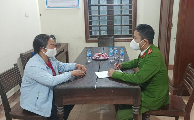 Xử phạt 2 người đưa khách tham quan chùa Hương chui bất chấp lệnh cấm - Ảnh 2.
