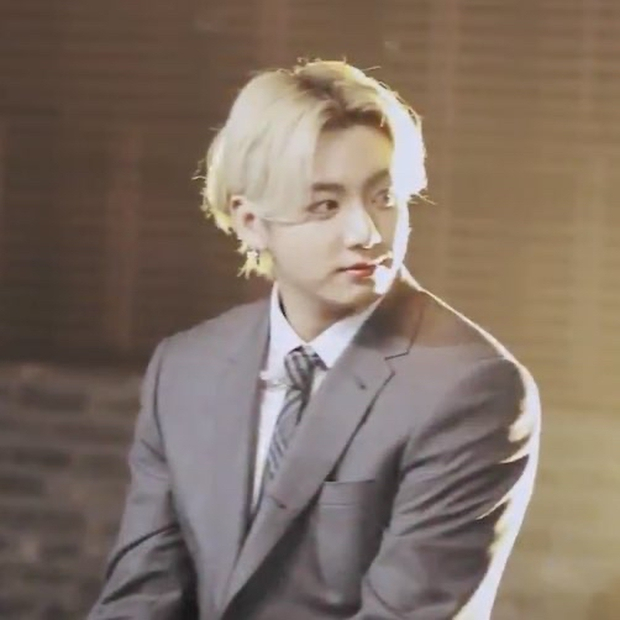 """BTS khoe visual điển trai chớp nhoáng trong trailer show của MTV, Knet """"thở phào"""" vì stylist đã bớt cẩu thả, cho nhóm mặc đồ đúng size! - Ảnh 6."""
