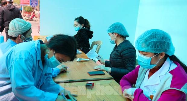 Truy vết người tiếp xúc cặp vợ chồng Thái Bình đi chúc tết bệnh nhân COVID-19 ở Hải Dương - Ảnh 1.
