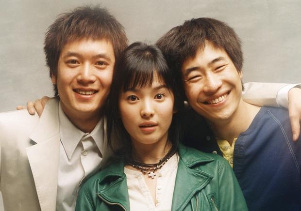 Lâu lắm rồi sau 2 năm ly hôn, Song Hye Kyo mới công khai khoe ảnh thân mật bên 1 nam tài tử lên MXH - Ảnh 3.