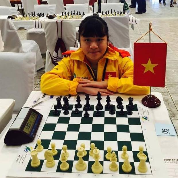 Nữ sinh lớp 10 vô địch cờ vua thế giới: Tự bắt xe khách vượt 200km đi học thêm từ lớp 3, lột xác ngoạn mục khi giảm liền 9kg! - Ảnh 4.