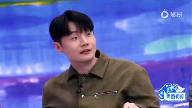 Ngơ ngác khi biết bà xã Lý Vinh Hạo là fan của mình, Lisa khiến dàn cố vấn Thanh Xuân Có Bạn bật cười vì quá cute - Ảnh 4.