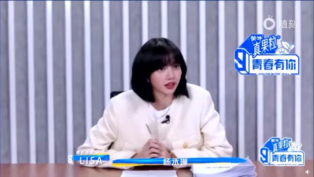 Ngơ ngác khi biết bà xã Lý Vinh Hạo là fan của mình, Lisa khiến dàn cố vấn Thanh Xuân Có Bạn bật cười vì quá cute - Ảnh 6.