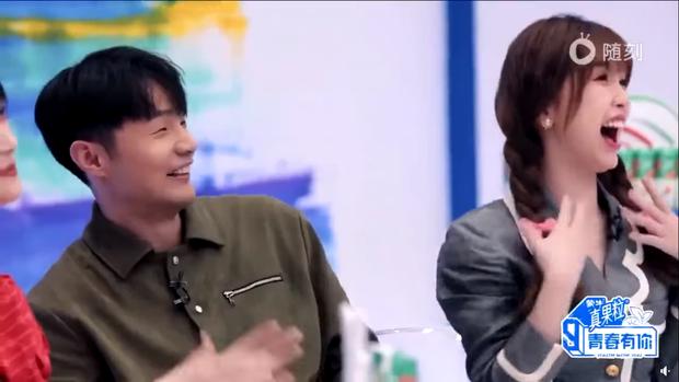 Ngơ ngác khi biết bà xã Lý Vinh Hạo là fan của mình, Lisa khiến dàn cố vấn Thanh Xuân Có Bạn bật cười vì quá cute - Ảnh 7.