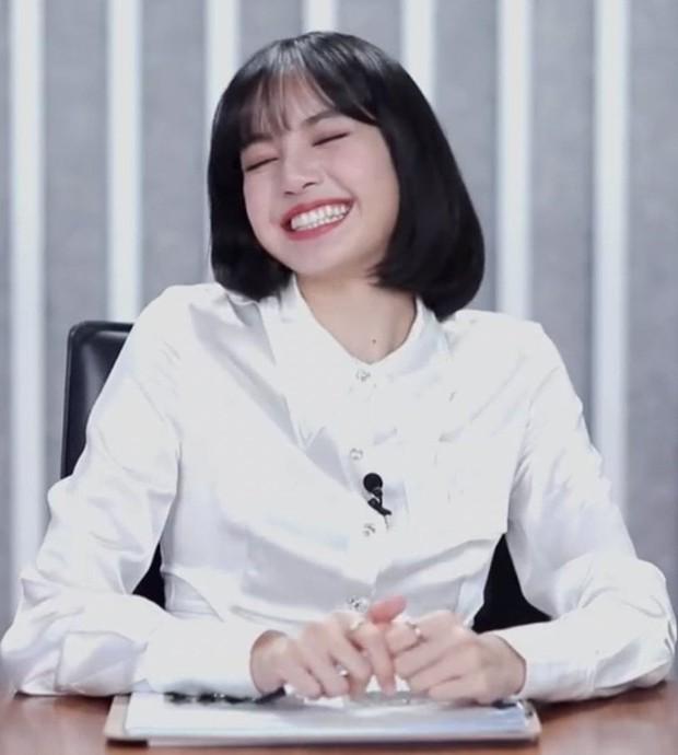 Ngơ ngác khi biết bà xã Lý Vinh Hạo là fan của mình, Lisa khiến dàn cố vấn Thanh Xuân Có Bạn bật cười vì quá cute - Ảnh 9.