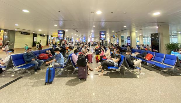 Từ chối bay với các hành khách không khai báo y tế - Ảnh 2.