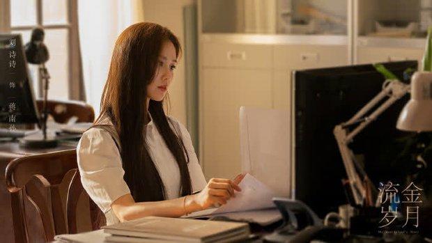 Vương Nhất Bác cặp kè đàn chị hơn 10 tuổi ở phim mới, fan nơm nớp lo anh nhà phân thân đóng phim mệt nghỉ! - Ảnh 6.