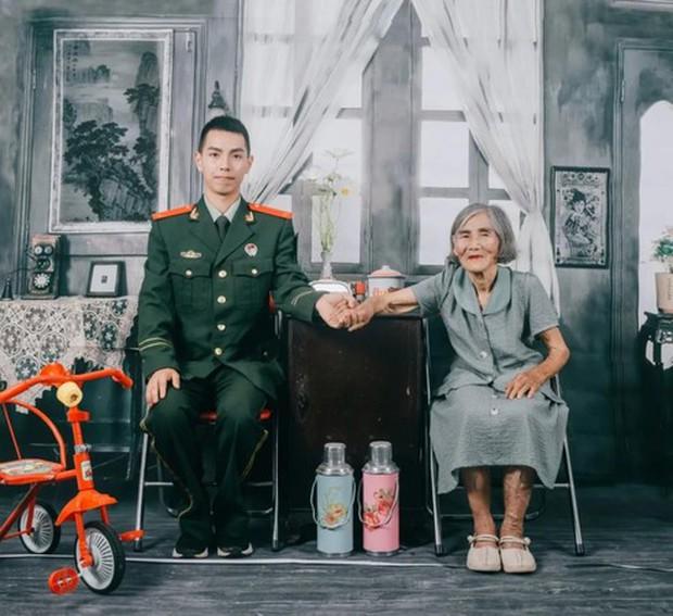 Bộ ảnh cưới của chàng lính cứu hỏa và cô dâu lệch tới 61 tuổi gây chấn động MXH, hóa ra đằng sau là câu chuyện ấm lòng ít ai đoán được - Ảnh 2.