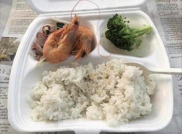 Công an, Thanh tra vào cuộc vụ bữa ăn bị cắt xén trong khu cách ly ở Quảng Ninh - Ảnh 1.