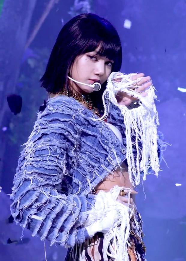 """Lisa thành """"con cưng"""" của Knet từ bao giờ: Khen The Movie đỉnh, vừa """"hóng"""" ra mắt solo vừa đòi hợp tác ngay với Bi Rain - Ảnh 6."""