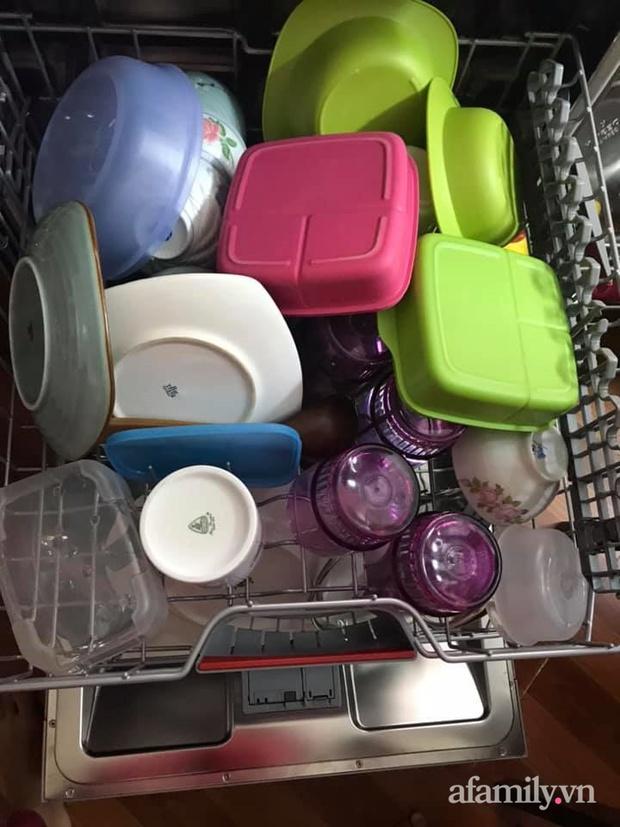 Mẹ đảm 3 con chia sẻ kinh nghiệm dùng máy rửa bát Bosch: Bát đĩa cứ sạch bong mà không tốn nhiều sức - Ảnh 1.