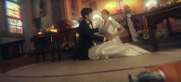 Sisyphus spoil luôn cái kết từ tập 2: Park Shin Hye du hành vũ trụ để bảo vệ chồng hờ Jo Seung Woo? - Ảnh 6.