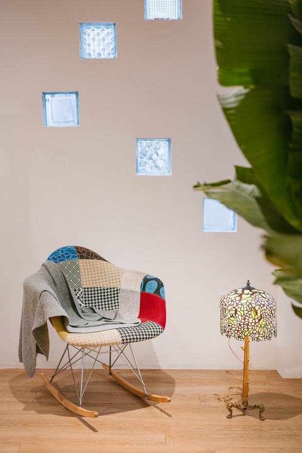 Ngôi nhà được cải tạo theo phong cách Viên lâm Á Đông: Ít đồ đạc, ít trang trí và ít màu sắc, sáng thoáng đặt làm đầu - Ảnh 11.
