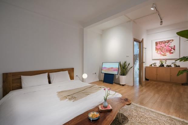 Ngôi nhà được cải tạo theo phong cách Viên lâm Á Đông: Ít đồ đạc, ít trang trí và ít màu sắc, sáng thoáng đặt làm đầu - Ảnh 8.