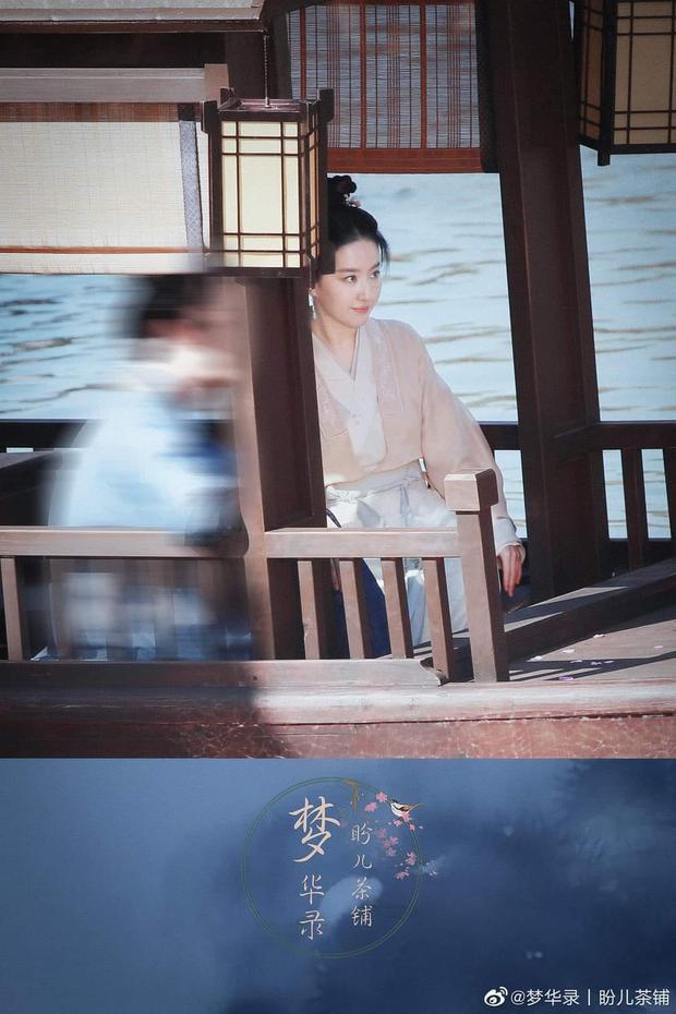 Lộ hình ảnh đầu tiên của Lưu Diệc Phi ở phim cổ trang mới: Nhan sắc chuẩn thời Tiểu Long Nữ nhưng fan sợ toang phần diễn xuất - Ảnh 3.