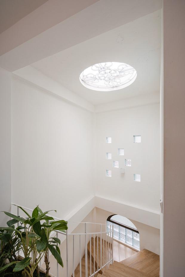 Ngôi nhà được cải tạo theo phong cách Viên lâm Á Đông: Ít đồ đạc, ít trang trí và ít màu sắc, sáng thoáng đặt làm đầu - Ảnh 10.