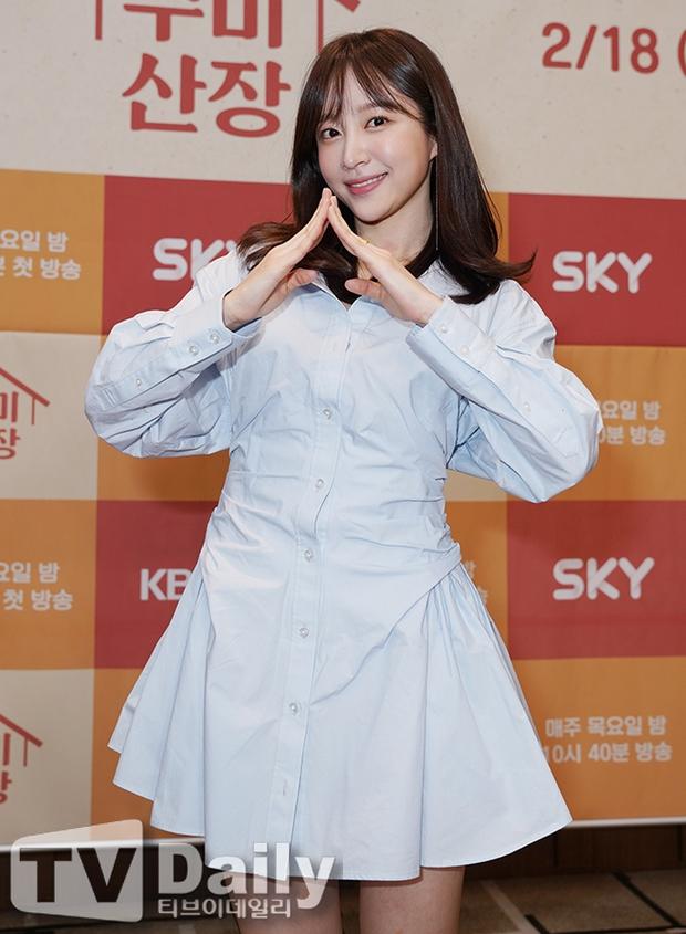 2 idol Kpop chiếm spotlight ở sự kiện: Tá hoả vì mặt trắng phớ của Eunji (Apink), Hani (EXID) khoe chân ai dè nổi gân kém xinh - Ảnh 4.