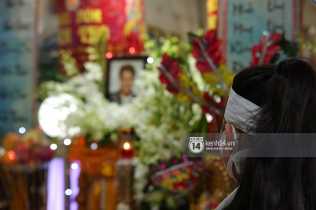 Lễ an táng diễn viên Hải Đăng: Vợ sắp cưới suy sụp ôm di ảnh, người thân khóc nghẹn tiễn đưa - Ảnh 22.