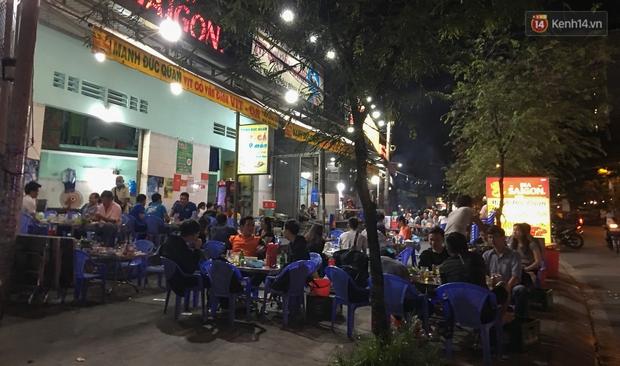 """Quán nhậu ở TP. Thủ Đức, beer club trên """"phố nhậu"""" Phạm Văn Đồng vẫn chật kín khách trong cao điểm phòng dịch Covid-19 - Ảnh 16."""