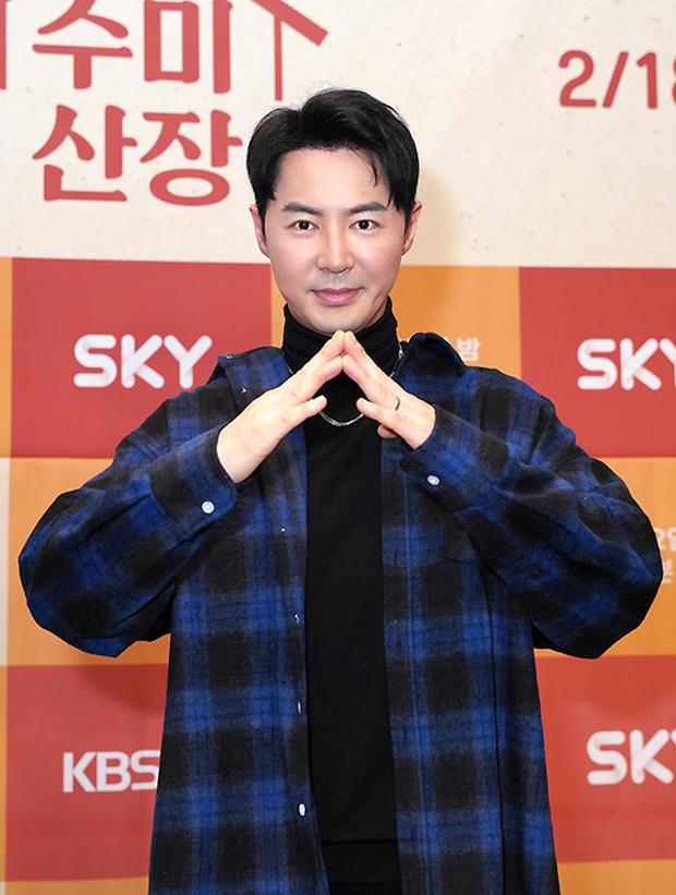 2 idol Kpop chiếm spotlight ở sự kiện: Tá hoả vì mặt trắng phớ của Eunji (Apink), Hani (EXID) khoe chân ai dè nổi gân kém xinh - Ảnh 7.