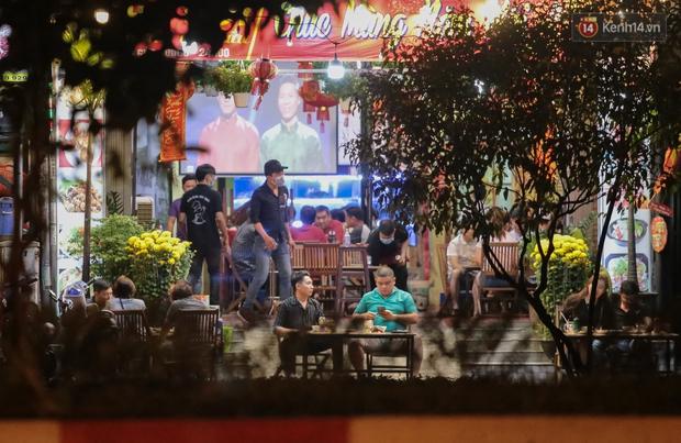 """Quán nhậu ở TP. Thủ Đức, beer club trên """"phố nhậu"""" Phạm Văn Đồng vẫn chật kín khách trong cao điểm phòng dịch Covid-19 - Ảnh 8."""