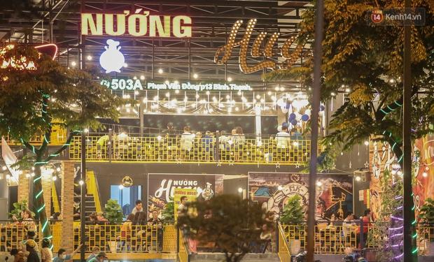 """Quán nhậu ở TP. Thủ Đức, beer club trên """"phố nhậu"""" Phạm Văn Đồng vẫn chật kín khách trong cao điểm phòng dịch Covid-19 - Ảnh 9."""