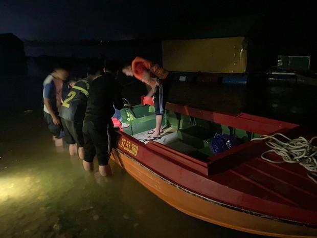 Nghệ An: Thầy Hiệu trưởng trường tiểu học nghi nhảy sông tự tử trong đêm - Ảnh 1.