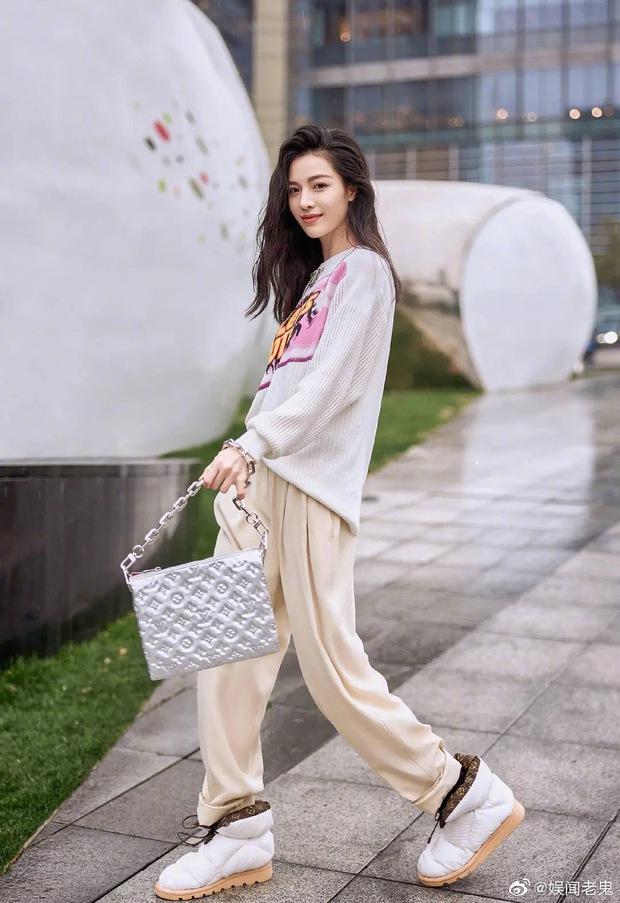 Tranh cãi visual dàn đại sứ Louis Vuitton: Lưu Diệc Phi lẫn Nhiệt Ba đều lu mờ trước mỹ nhân từng bạt tai Angela Baby - Ảnh 6.