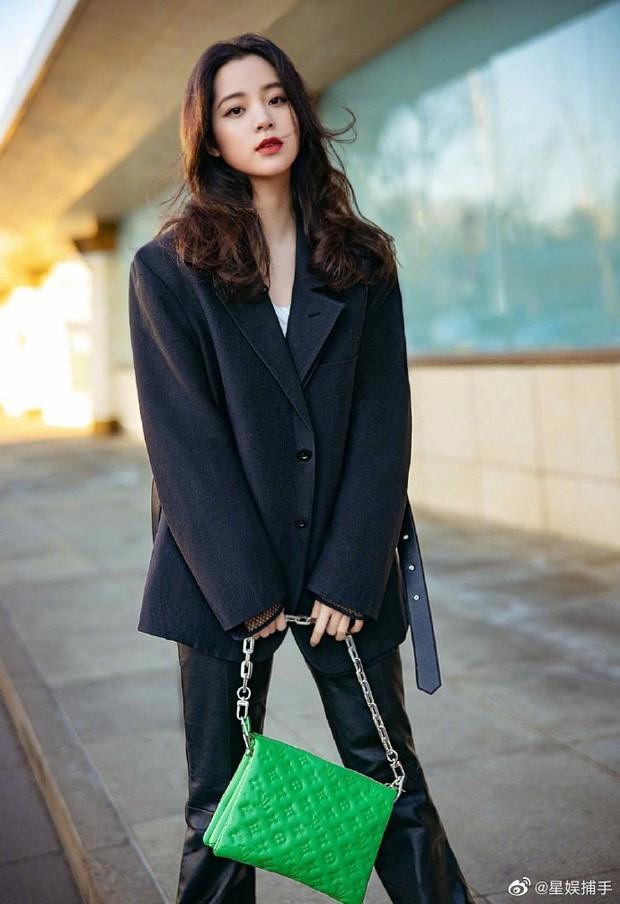 Tranh cãi visual dàn đại sứ Louis Vuitton: Lưu Diệc Phi lẫn Nhiệt Ba đều lu mờ trước mỹ nhân từng bạt tai Angela Baby - Ảnh 8.