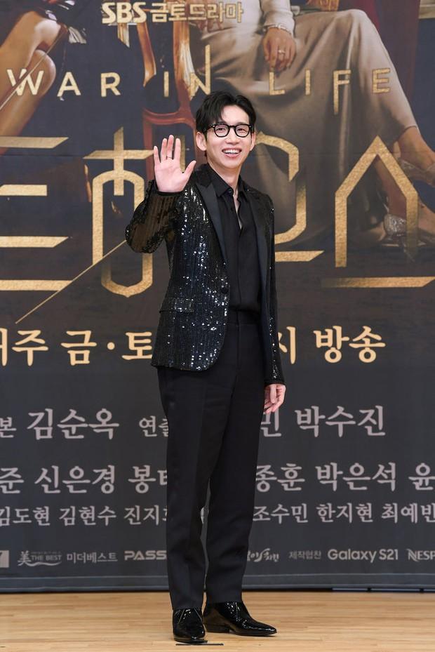 Lee Ji Ah trốn biệt tăm, để tình trẻ Park Eun Seok hồng nguyên cây siêu lạc quẻ ở họp báo Penthouse 2 - Ảnh 8.