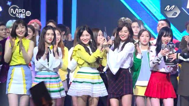Red Velvet có ca khúc bị chê là dở nhất sự nghiệp nhưng lại khiến nhiều người bị quật replay điên đảo, lập kỷ lục về cúp âm nhạc - Ảnh 3.
