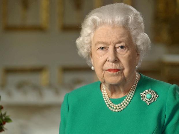Meghan Markle lựa chọn bệnh viện sinh con thứ 2, nhà Sussex sắp mất tất cả ở Hoàng gia khi Nữ hoàng Anh mở cuộc họp khẩn - Ảnh 2.