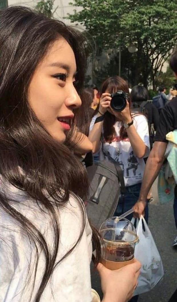 """Nhan sắc thật của dàn mỹ nhân Hàn Quốc qua loạt ảnh chụp vội bởi team qua đường: Lisa liệu có xứng với danh xưng """"mỹ nhân đẹp nhất châu Á"""" - Ảnh 13."""