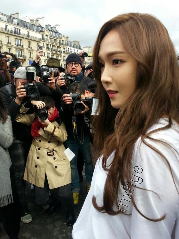 """Nhan sắc thật của dàn mỹ nhân Hàn Quốc qua loạt ảnh chụp vội bởi team qua đường: Lisa liệu có xứng với danh xưng """"mỹ nhân đẹp nhất châu Á"""" - Ảnh 8."""