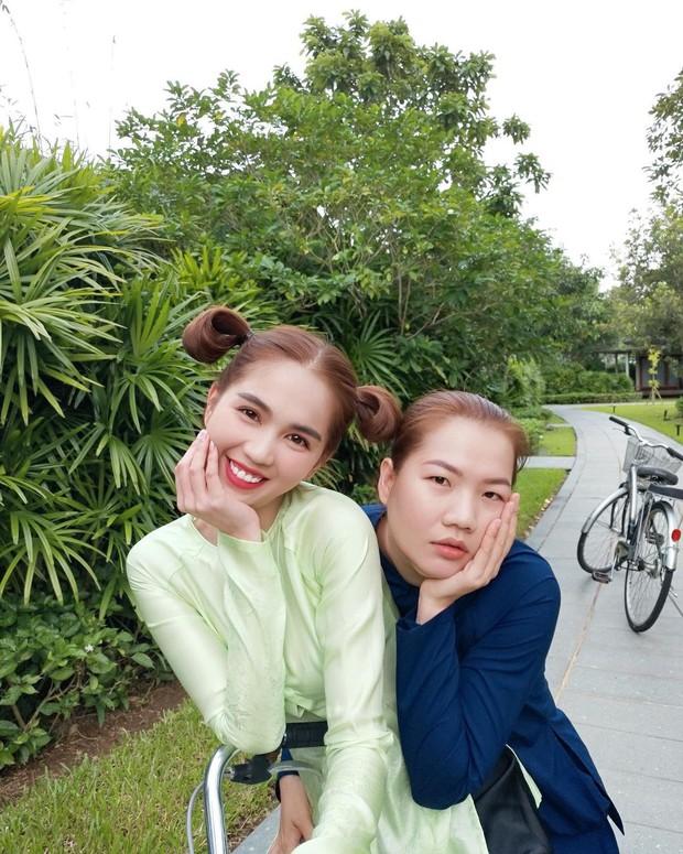 Thuý Kiều khoe chủ tịch Ngọc Trinh tài trợ cho chuyến mần đẹp đầu năm, bảo sao sếp - trợ lý ngày càng giống nhau - Ảnh 1.