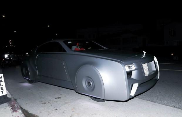 Vợ chồng Justin Bieber rủ nhau ra ngoài ăn tối, body hot hừng hực của Hailey bị chiếc siêu xe 11 tỷ đồng làm lu mờ - Ảnh 5.