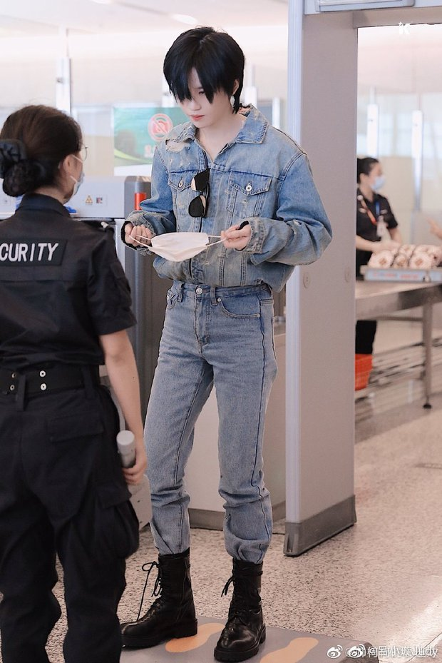 Hình ảnh kiểm tra an ninh của thành viên girlgroup khiến chị em xao xuyến vì quá... đẹp trai, hoá ra lại là học trò Lisa - Ảnh 3.
