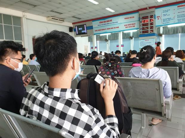 Hàng trăm hành khách đến ga Sài Gòn trả vé: Mặc dù nhớ người thân, nhưng tôi chấp nhận hoãn về quê ăn Tết để phòng dịch Covid-19 - Ảnh 9.
